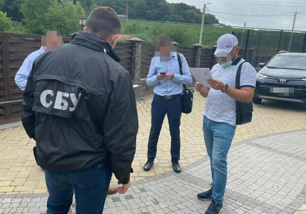 Керівника відділу «Львівської залізниці» впіймали на хабарі: фото - Львів  Vgorode.ua