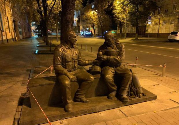 В благодарность за работу: в центре Киева откроют памятник спасателям