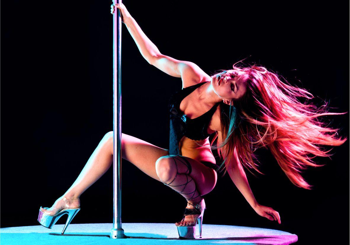 Как девочки танцуют стриптиз в клубе закрытия ночных клубов