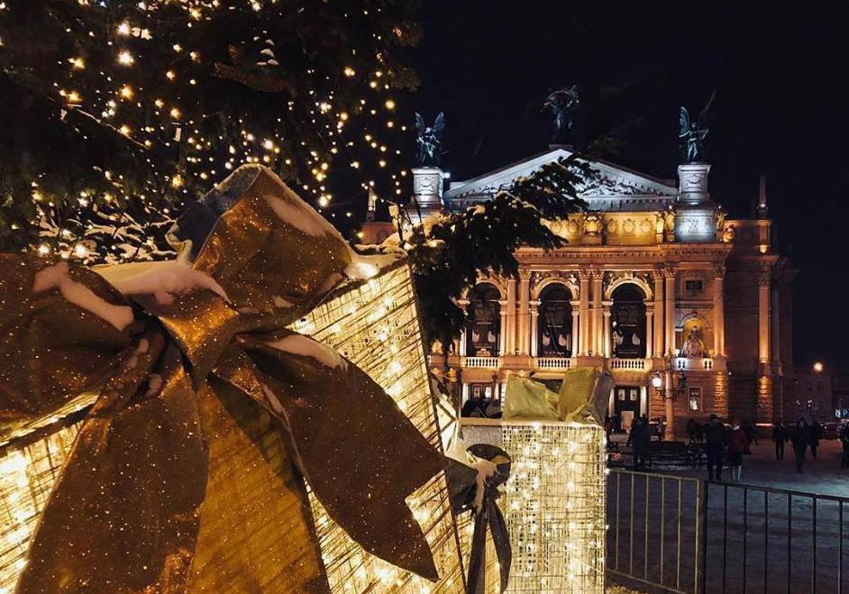 У мережу викладають атмосферні фото вечірнього Львова напередодні зимових свят: фото - Львів Vgorode.ua